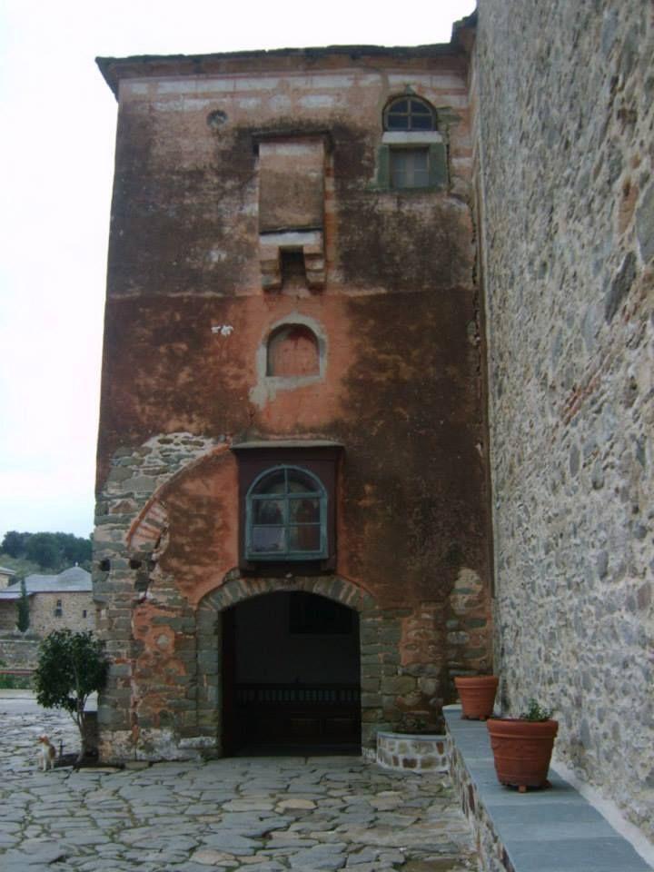 Ο πύργος της εισόδου (Μονή Καρακάλλου, Άγιο Όρος) - The gate tower (Karakallou Monastery, Mount Athos)