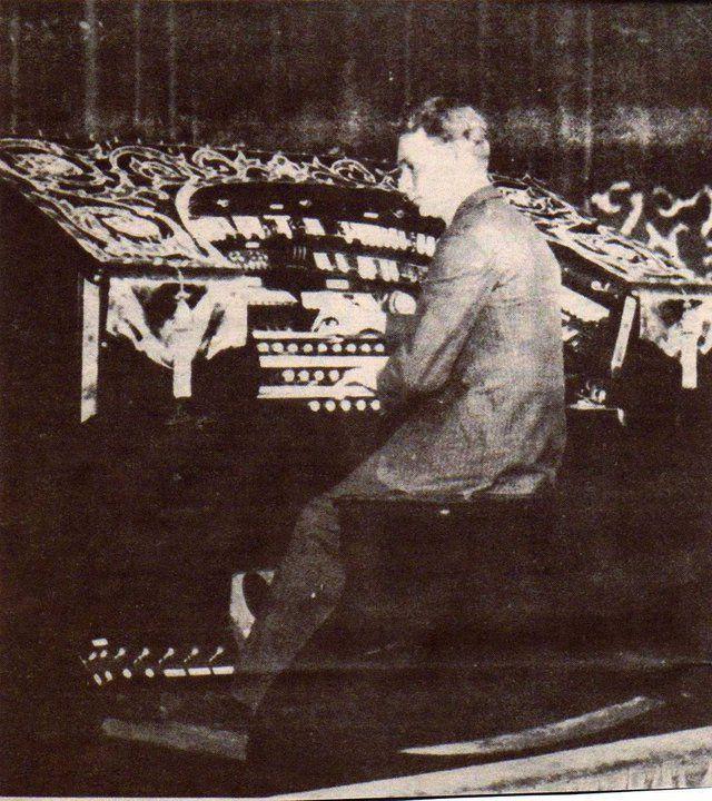 Organist at the Parramatta Roxy. Parramatta, History NSW