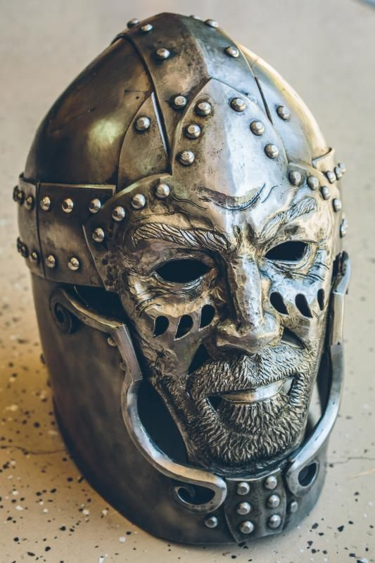 This is a gorgeous helm I found on Armour Archive. Wow.