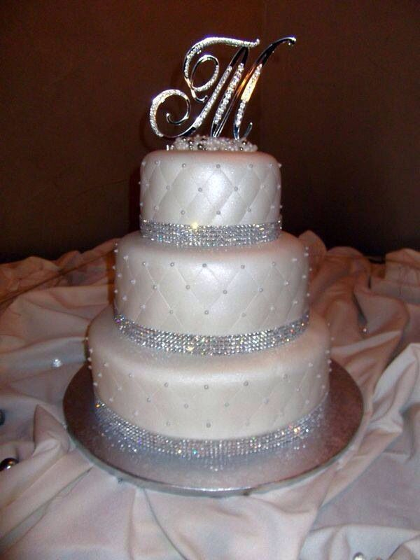 glamorous cake with rhinestone trimming and quilted pattern walls wedding cake pinterest. Black Bedroom Furniture Sets. Home Design Ideas