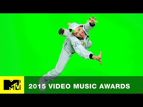 MTV: VMA 2015: Miley Spaces Out