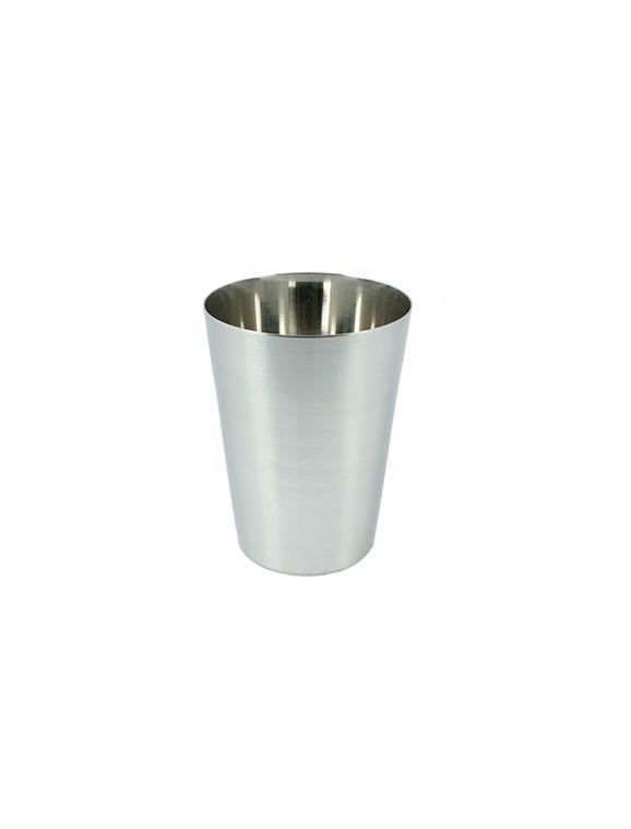 Dricksglas i 18/8 rostfritt stål. Kemikaliesmart och miljövänligt.  Rymmer 3 dl, höjd: 10 cm, diameter: 7,5 cm  Stapelbart. Perfekt till utflykter och picknickar, passar till både stora och små.