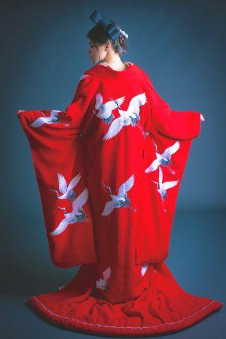 目を引く大胆な柄行きが粋な赤地ちりめん飛鶴 ♡花嫁衣装 色打掛 赤の参考一覧♡