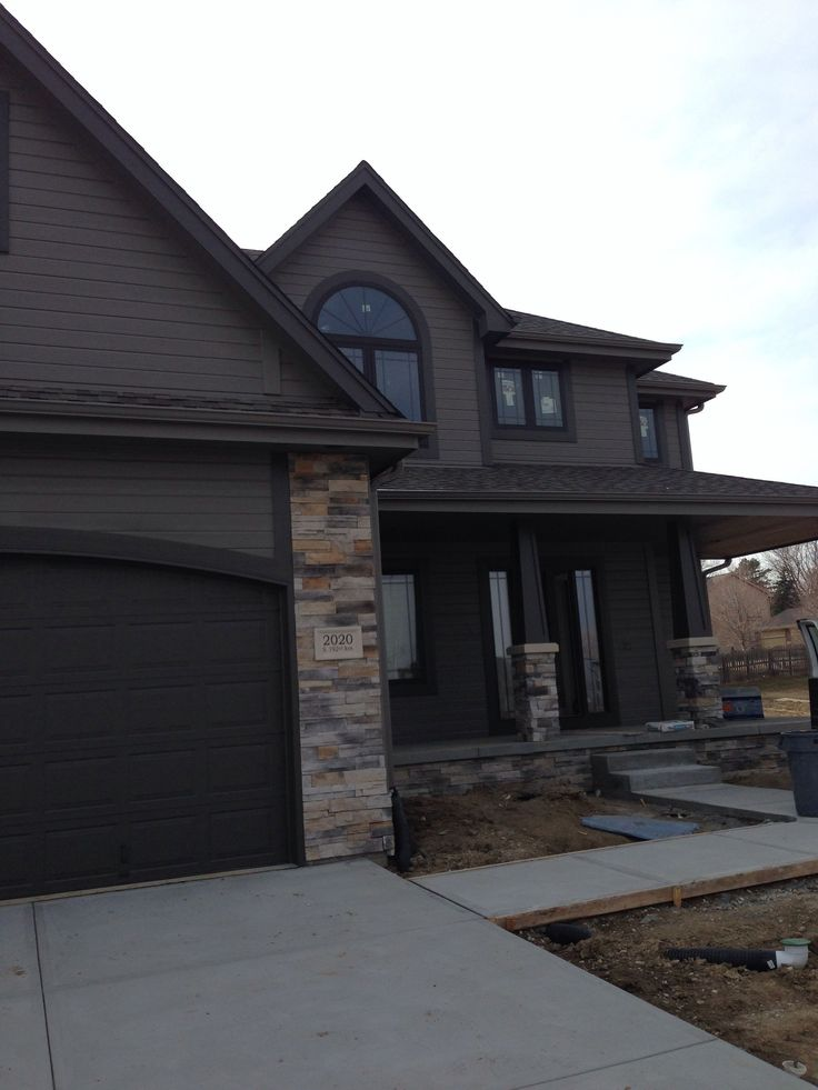 Love This House Exterior Sherwin Williams Gauntlet Gray And Sherwin Williams Urbane Bronze
