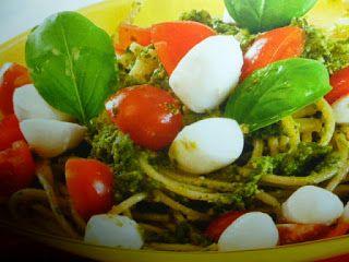 un mondo di ricette: spaghetti al pesto pomodorini e mozzarella