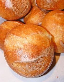 """Kerek ez a zsömle...és van rajta mosoly, mert egy mosoly mindenkinek jár :-) """"...ó még valami kenyérféle is kell holnapra a Fia..."""