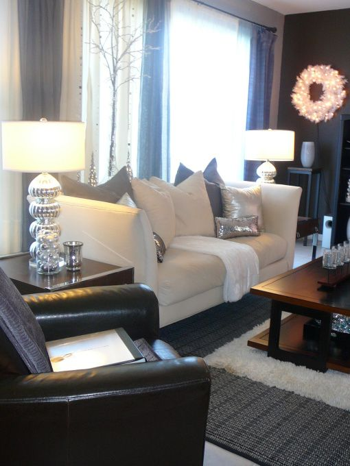 Soothing palette of silver, black leather and cream. It's a striking balance of masculine and feminine decor.