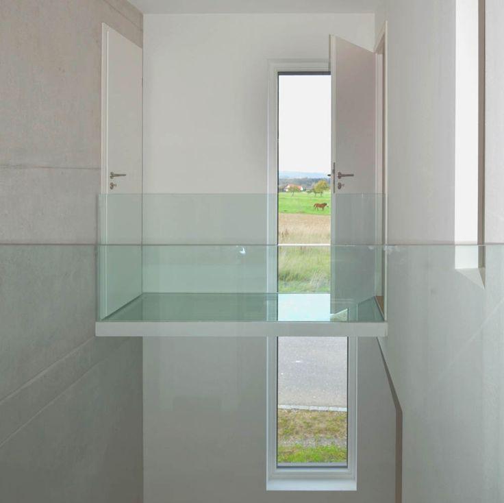 Einfamilienhaus - Plusenergiehaus | b+c - (Glasteg über Luftraum mit Galerie)