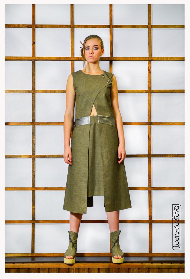 Платье цвета хаки с отлетной спинкой - J.Perekriostova