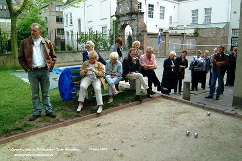 Op 18 mei 2003 werd bij het buurthuis Het Oude Weeshuis een nieuwe jeu de boulesbaan geopend met o.a Gerrit Pijman ,Rikie Kleijngeld Anneke Pijman  Nol Rossen ,Beppie v Gemert Gradie v. Beek en vele anderen