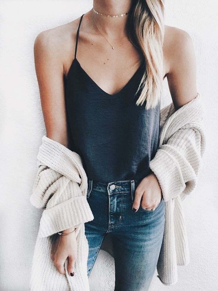 fashion inspiration | basics | neutral color palette | simple | simplistic | modern | cozy | comfy | jeans | sweater weather | winter | bright