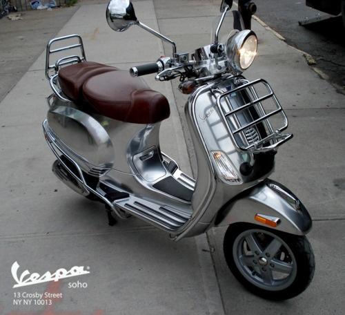 Custom Chrome Vespa LXV