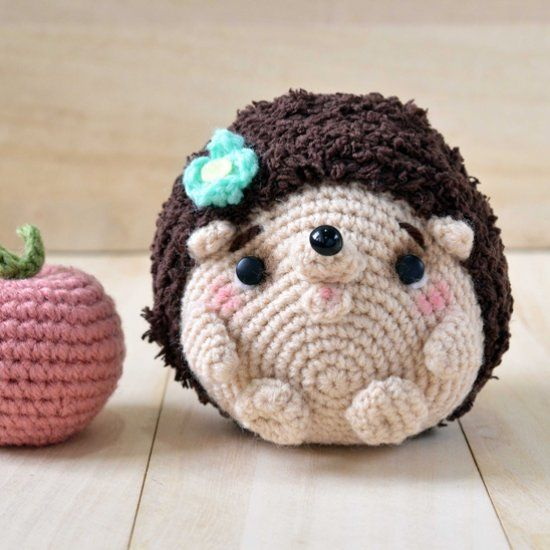 Pequeño erizo, patrón gratis:http://www.craftpassion.com/2014/08/hedgehog-amigurumi-pattern.html