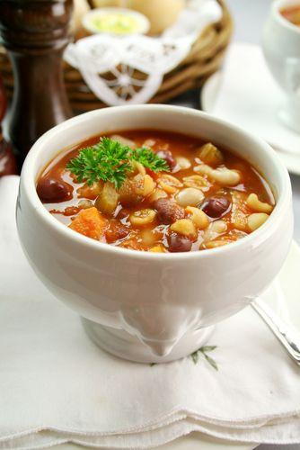 Les variantes de minestrone sont innombrables. Le minestrone automnal ne fait pas l'exception. On y ajoute les légumes de son choix : chou-fleur, courge, topinambour...