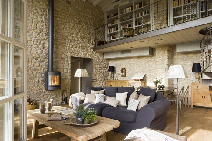 Very rustic living space with touches of contemporary. Love the fireplace and the stone walls. White&Grey Memories: Casa Rústica a Girona