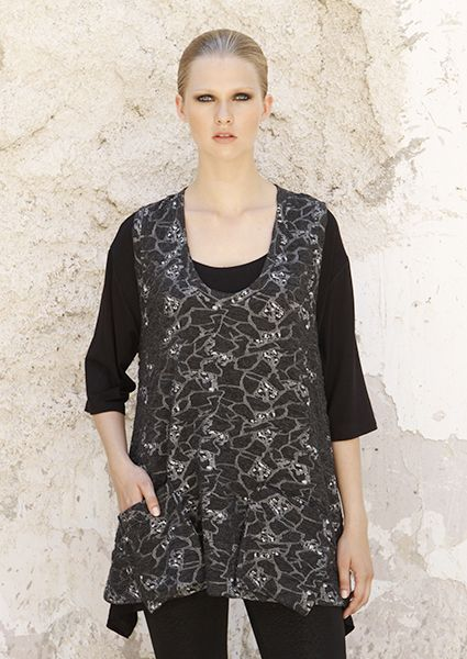 Camisole in black embossed motif with pockets in a comfortable line available in large sizes ideal for the first autumn winter days