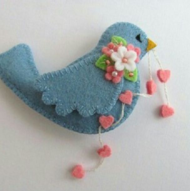 Felt Birdie Pin with String of Hearts
