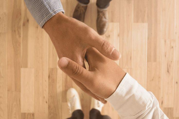 タトゥーを進化させ、手のひらや親指の付け根の皮膚の下に埋め込む「スマート・デジタル・タトゥー」を提案している(日本語版記事)。体内のエネルギーから電気を得る多機能タトゥーが、手に触れたものと情報をやり取りするのだ。