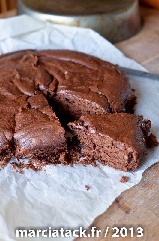 Pour les allergiques ou ceux qui n'ont plus d'œufs dans les placards, testez vite cette recette de gâteau sans œuf au chocolat, un délice fondant à cœur