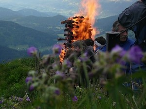 Sonnwendfeuer am Walmendingerhorn