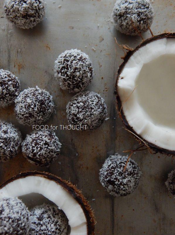 Food for thought: Σοκολατένια τρουφάκια με χουρμάδες και καρύδα (Χωρίς ζάχαρη)