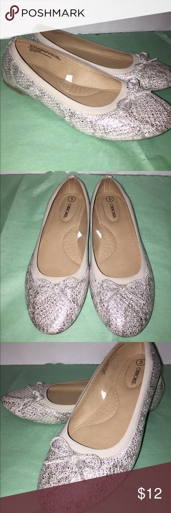 Girls ballet flats size 5 Worn once. Cherokee (Target) Big girls size 5 Ballet flats. Metallic snakeskin look with bows. Cherokee Shoes Dress Shoes