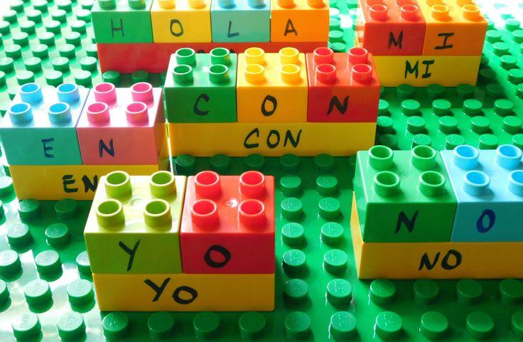 ¡Construye una ciudad contandoladrillos LEGO DUPLO!Mis niños disfrutaron mucho esta actividad en donde tuvieron la oportunidad de construir pequeños edificios contando sus ladrillos LEGO.La actividad fue tan entretenida que ni siquiera se dieron cuenta de que estaban reforzando destrezas matemáticas …