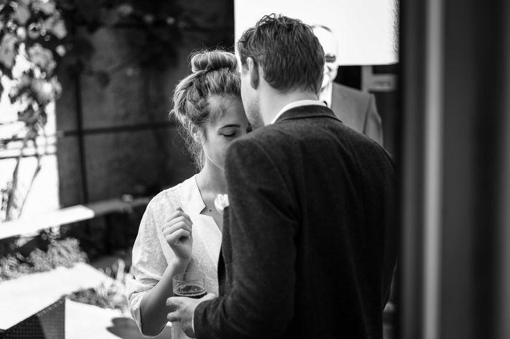 Such a sweet and calm moment before the big rush of the wedding day began.  #wedding #hochzeit #weddingphotography #hochzeitsfotos #hochzeitsbilder #bridalcouple #brautpaar #gettingready #vorbereitung #kiss #kuss #soft #sanft #itsalrightma