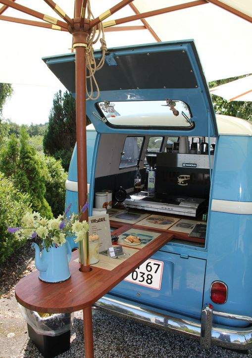 Pinning for the table umbrella idea. This tiny VW bus was converted into a small cafe with an espresso machine and an old record player. The excellent coffee was accompanied by delicious jazz music from an old Gerry Mulligan record, released on Blue Note. (Photo is on Flickr; link goes to cafe menu) | Tiny Homes