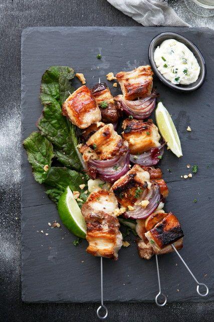 バーベキューでとびきりおしゃれな串料理を! 洋雑誌のようなポークグリル