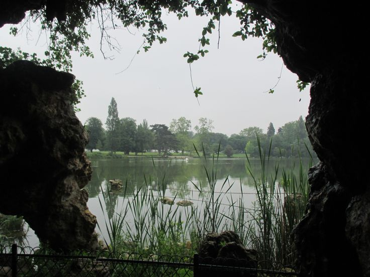Lac Daumesnil * A view from a cave
