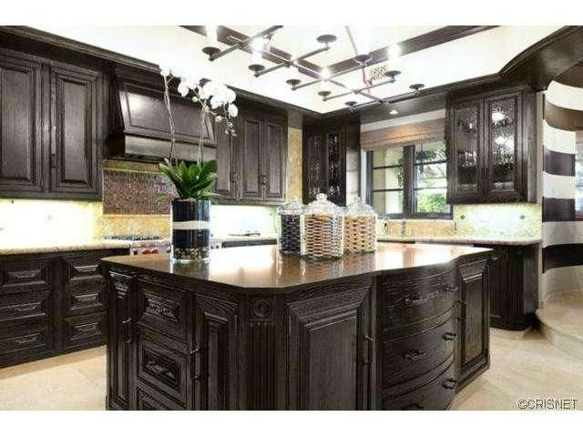 pictures of small kitchens with islands 1000 images about kitchens on 9132