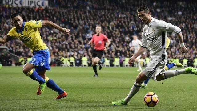 http://ift.tt/2zkiggQ - www.banh88.info - Kèo Nhà Cái W88 - Nhận định Real Madrid vs Las Palmas 02h45 ngày 6/11: Ngăn cơn khủng hoảng  Nhận định bóng đá hôm nay soi kèo trận đấu Real Madrid vs Las Palmas 02h45 ngày 6/11 vòng 11 La Liga sân Bernabeu.  Thất bại trước Tottenham thêm một lần tố cáo Real Madrid đang lâm vào cuộc khủng hoảng. Vì thế trước Las Palmas thầy trò Zidane cần ngăn chặn nguy cơ lún sâu hơn.  Kèo nhà cái Real Madrid vs Las Palmas  Nhận định Real Madrid  Có lẽ với sự tự cao…