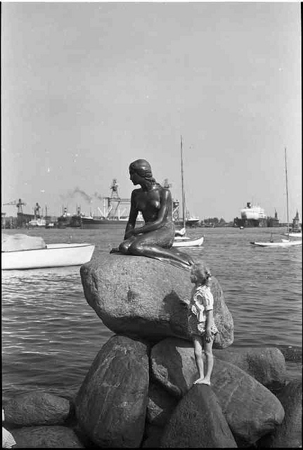 Den lille Havfrue. The littel mermaid.   Photo: Sven Türck (1897-1954).   Department of Maps, Print and Photographs, The Royal Library, Denmark.