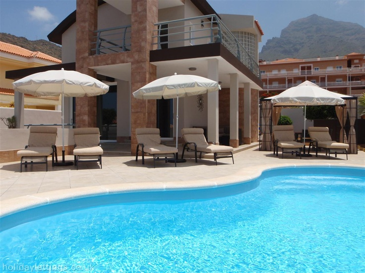 4 bedroom villa in Costa Adeje to rent from £1400 pw. With balcony/terrace, TV and DVD.