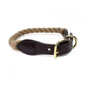 """Hundehalsband - Segeltau Collection - beige, schwarz  Eine Halsband im  zeitlosen Design aus der Segeltau Collection von Found My Animal. Der Hersteller hat sich auf klassische und martime Designs spezialisiert.Eine gelungene Möglichkeit Klasse und Stil zu vereinen. Ein optisches Highlight ist die Lederschnalle und der """"FOUND""""-Anhänger in Messing. Ob in der City oder am Strand ist Ihr Hund ein echter Hingucker!!!"""