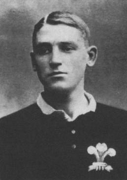 Rugby History : Died today 14/12 in 1917   Phillip Dudley Waller (Wales WRU)   Born in Bath - attended Carmarthen Intermediate School. Phil Waller won six Welsh caps and three for the 1910 British Lions in South Africa. After the Lions tour he   settled in South Africa and enlisted in the South African Heavy Artillery Regiment. He rose to the rank of 2nd Lieutenant and was killed by shellfire in Arras on 14 December, 1917, aged 28.