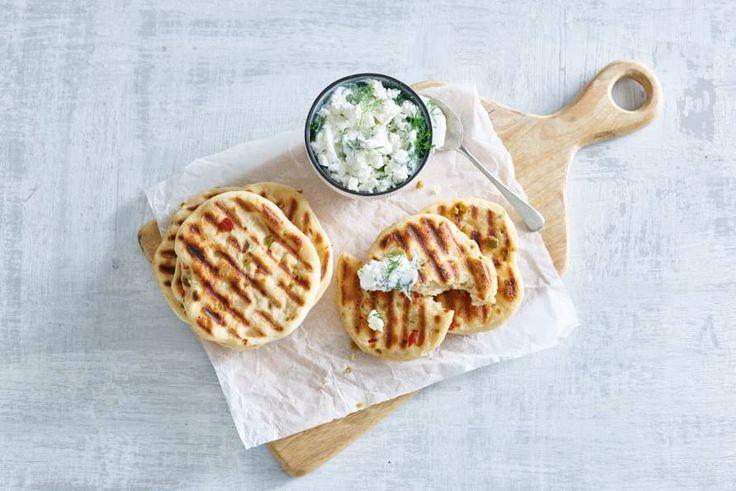 Deze broodjes met flink wat pit gril je gewoon in de pan. Easy does it! - Recept - Allerhande