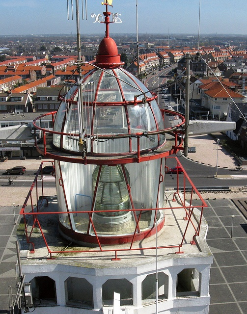 Lighthouse at Noordwijk aan Zee, NL by hanselpedia, via Flickr.  lCurrent Lighthouse built in 1921