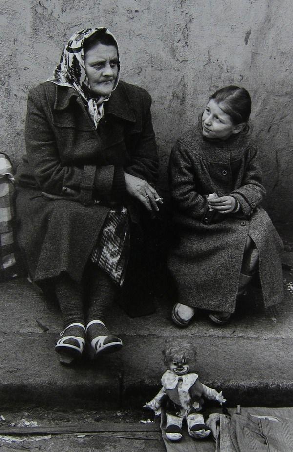 Woman and child, Sclater St 1976. - Marketa Luskacova