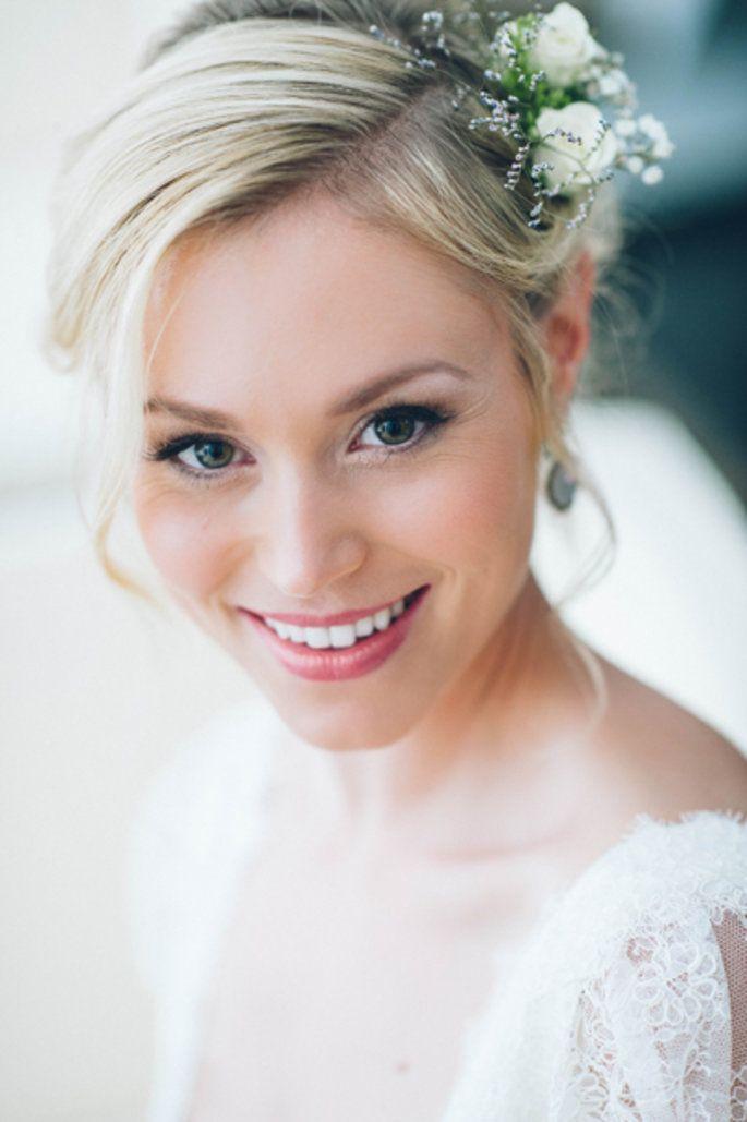 Brautfrisur Und Make Up Wie Man Sich Als Braut Richtig Stylt Lidschatten Frauenclub Hairstyle Makeup For Blondes Bride Hairstyles