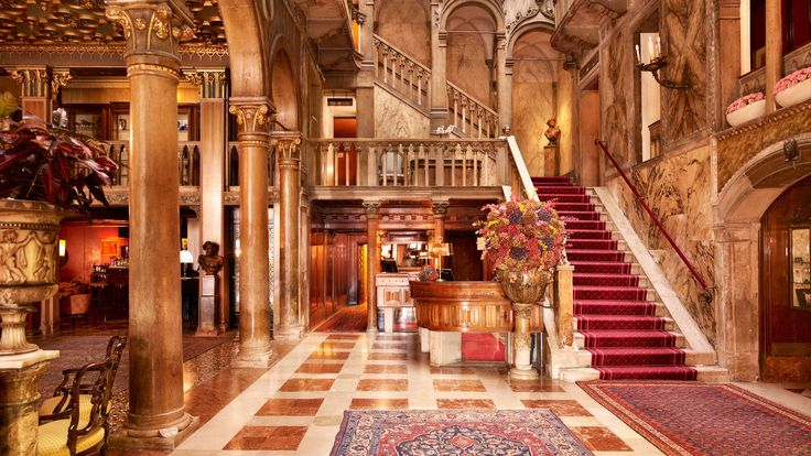Treat yourself to a luxurious stay in one of these handpicked high class hotels in Venice. See the full collection!