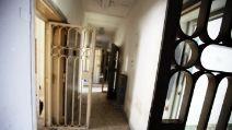 Viaggio nell'inferno dell'ex ospedale psichiatrico di Napoli