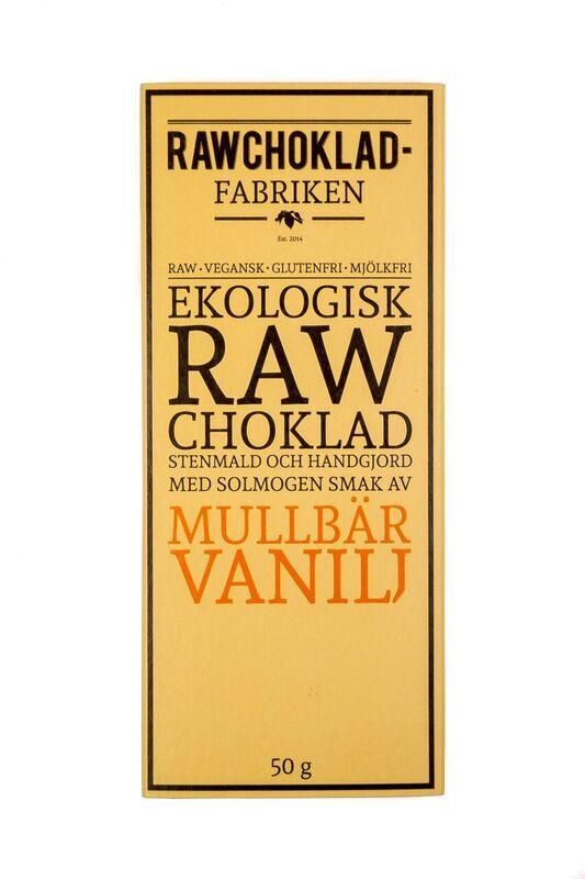 En ny goding i vårt sortiment från Rawchokladfabriken i Arvika! Rå, ej uppvärmd kakao smaksatt med mullbär och bourbon vanilj. Mustigt och gott!