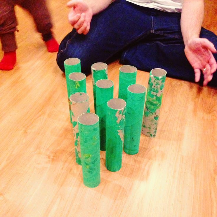 Hupsutteluja: Keilarata kotona // DIY Bowling for kids (even for toddlers), made from toilet paper rolls.