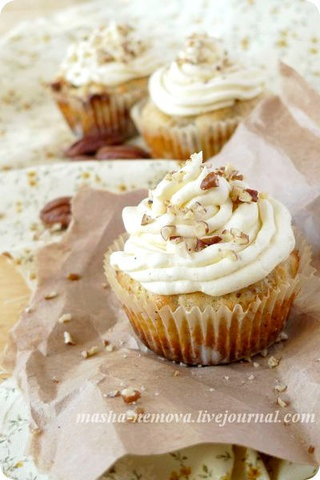 Banana Pecan Cupcakes with Vanilla Champagne Buttercream Frosting
