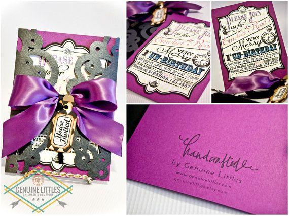 Alicia en el país de las maravillas invitación/cumpleaños/ducha/boda/Mad Hatter Tea Party personalizado cumpleaños fiesta invitación-hecha a mano-ONEderland-púrpura