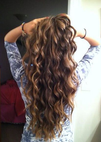 If only my hair was this long! Loose spiral curls