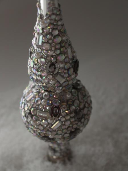 Üppig gestaltete mundgeblasene Christbaumspitze ganz in Silber. Die Krönung des Weihnachtsbaumes!  Die Spitze wurde rundum mit über 900 silbernen und