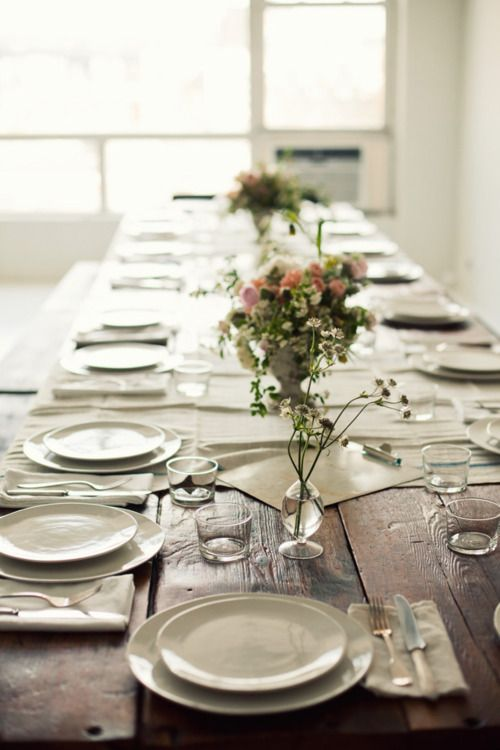 simple & rusticTables Sets, Rustic Tables, Dinner Parties, Wood Tables, White Dishes, Wooden Tables, Long Tables, Farms Tables, Dining Tables